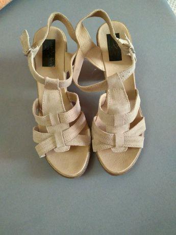 Vând sandale  din piele