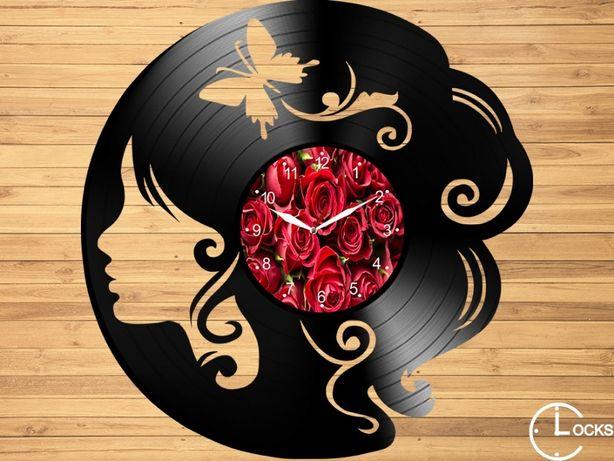 Ceas de perete din lemn Femeie cu fluturi | retro stil modern disc