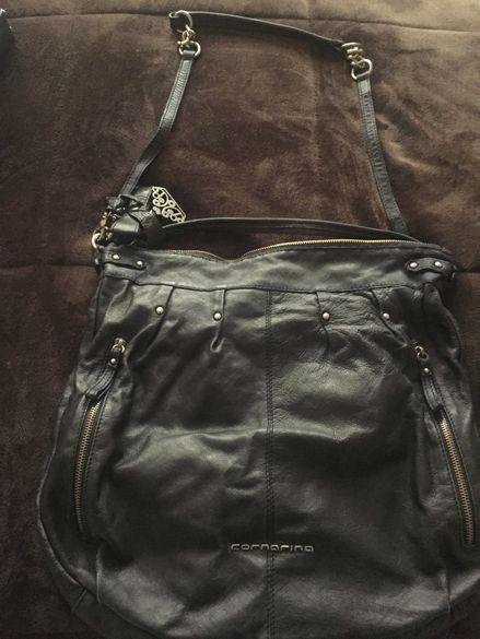 Дамска чанта естествена кожа Fornarina, от вътре е в розов цвят