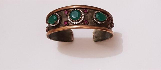 Женский браслет с камнями в турецком стиле.