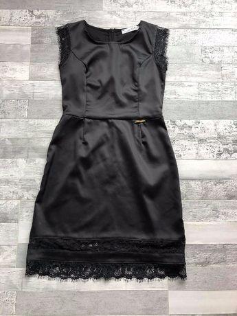 Черна сатенена рокля