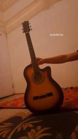 Гитара сатылады!