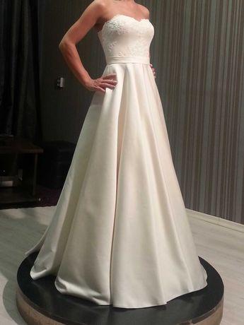 бутикова сватбена рокля размер С / ХС дантела и сатен и чантичка