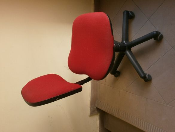 2бр. Солиден Германски Офис Стол Made in Germany