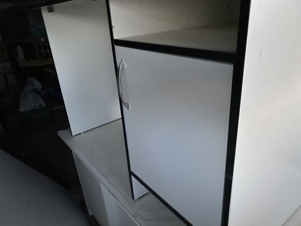 Продаю офисные столы,шкаф и стулья