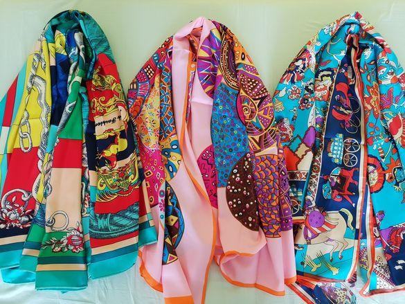 Продавам дамски копринени шалове 126 на 134 сантиметра