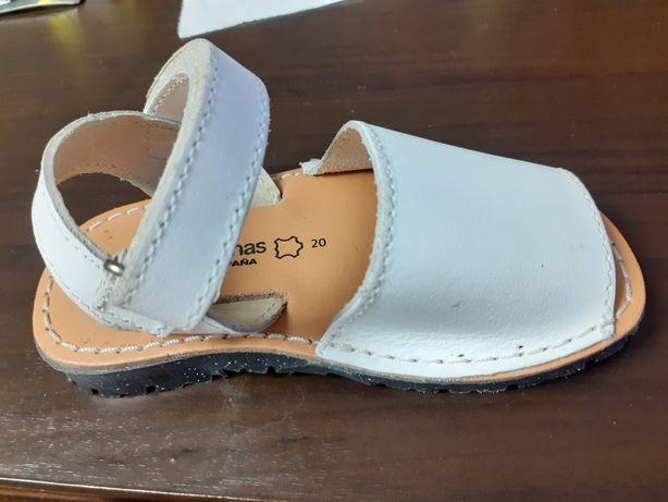 Sandale și pantofi de fetite