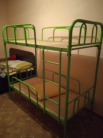 Продам. Железной двух ярусный кровать.