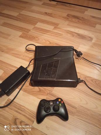 Vând Xbox 360...