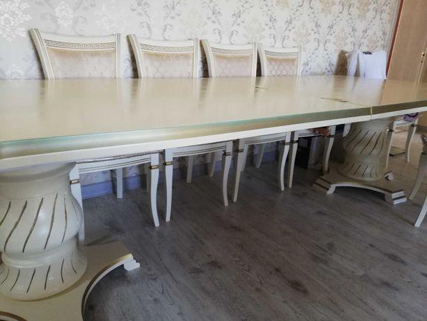 Продается стол для гостиной