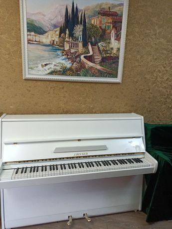 Белое пианино J.Becker.