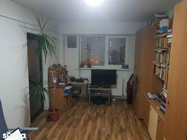 Apartament cu 2 camere, decomandat, Micro 17