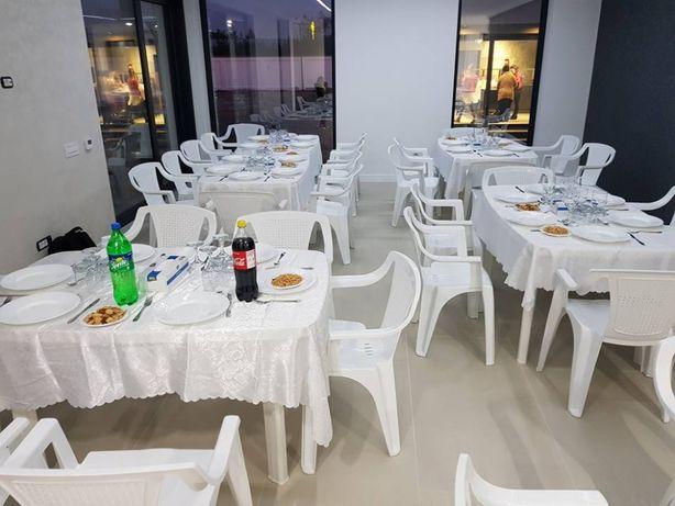 Scaune și mese plastic albe gradina de vanzare