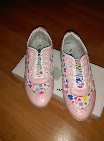 Обувки на цветя