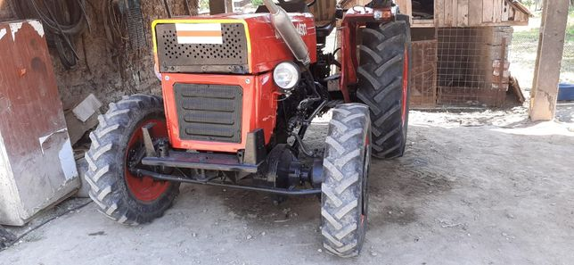 Tractor 4x4 dt in stare perfecta recent refacut total