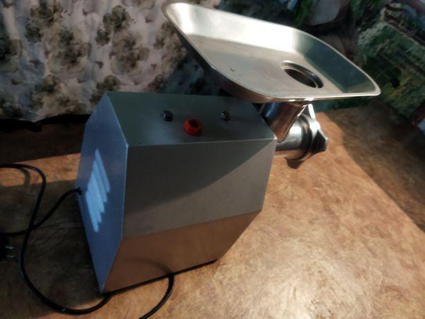 Мясорубка электрическая профессиональ