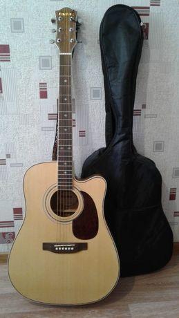 Продам гитару в чехле