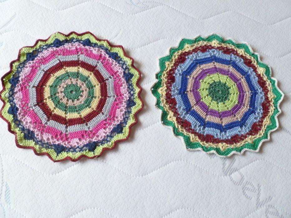 2 красиви цветни каренца плетени на една кука