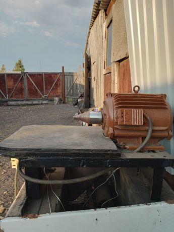 Продам дровокол винтовой  электрический 3-х фазный 5,5 киловат.