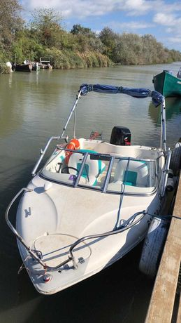Barca cu motor Mercury