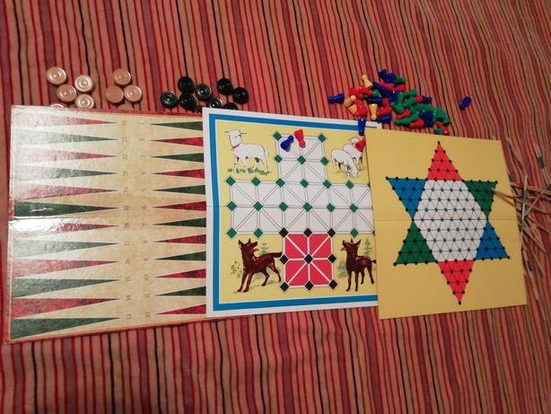 Jocuri pe table cu accesorii