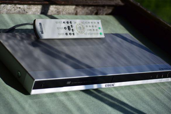 Продавам ДВД плейър Сони,сребрист,с дистанционно