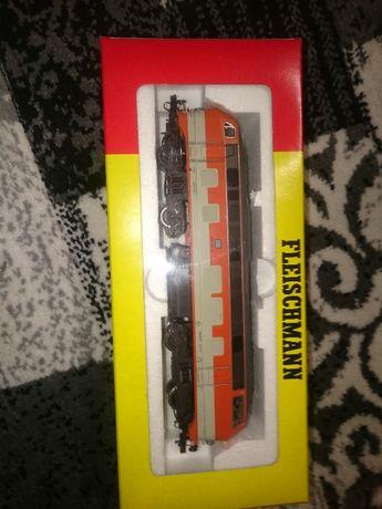 locomotiva fleischmann BR218 noua in cutie analog sau digital