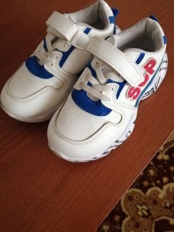 Продам детский кроссовки для мальчика.