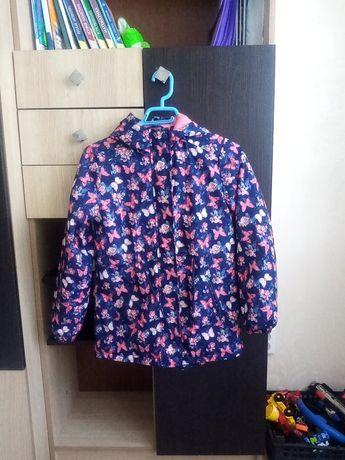 Весенняя куртка на девочку, отличного качества
