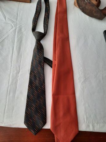 Cravata vand 2 bucati