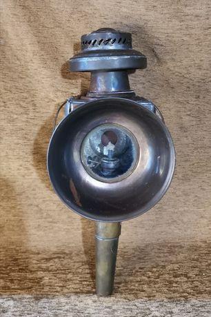 Lampa veche cu combustibil lampant.