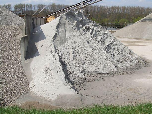Transport pietris nisip balast moloz bobcat buldoexcavator