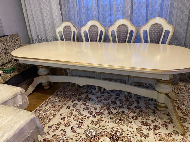 Продам стол для гостинной комнаты размером 3 м