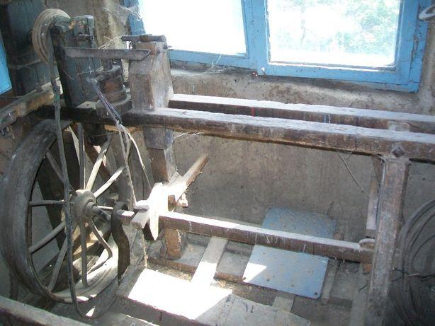 masina veche de polizat cu pedala