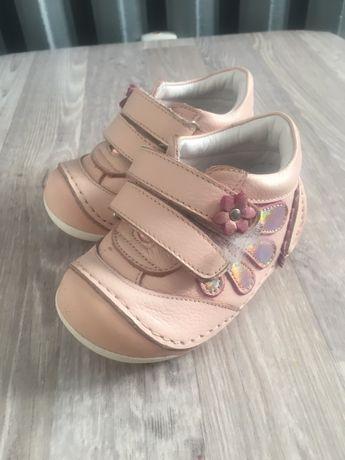 Два чифта Бебешки обувки и пантофки