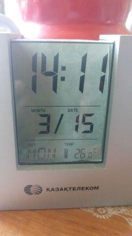 Часы настольные электронные темп показывают число