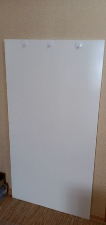 Вешалка белого цвета