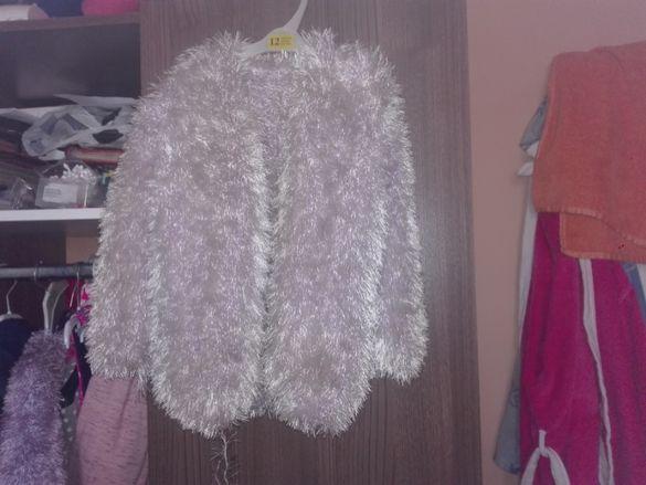 Продавам три желетки ръчно плетени.