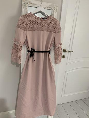 Rochie creața roz pudra cu dantela in partea de sus. .