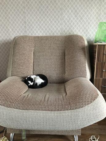 Продам диван и кресло в хорошем состоянии .