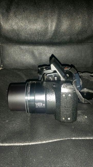 Camera Fujifilm cu tot cu acumulatori + încărcător!