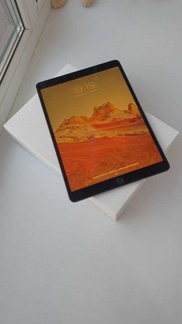 Планшет Apple iPad Air 3 64Gb Wi-Fi