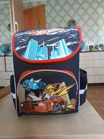 Продам школьный рюкзак для мальчика и продам глобус среднего размера