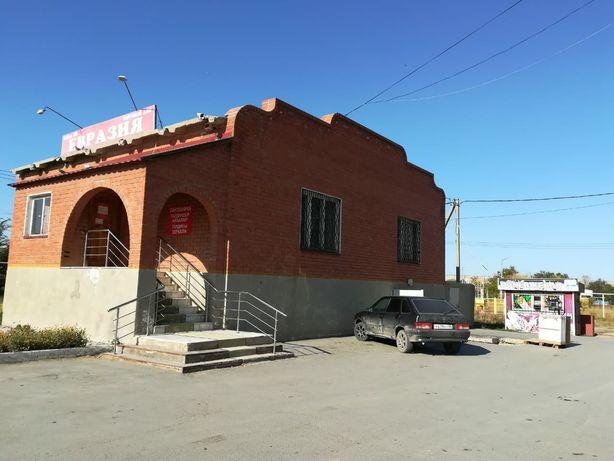 Продам здание в центре города Житикара с хорошей проходимостью.