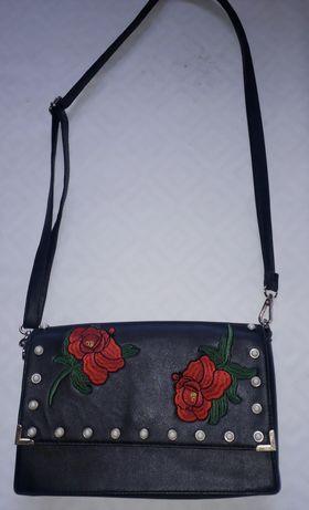 Черна чанта на рози