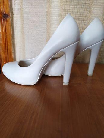 Продам туфли р39