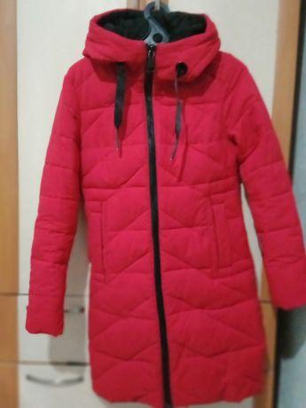 Продам зимнюю куртку женскую