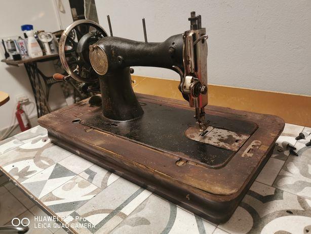 Vând mașină de cusut Victoria veche pentru colecționari