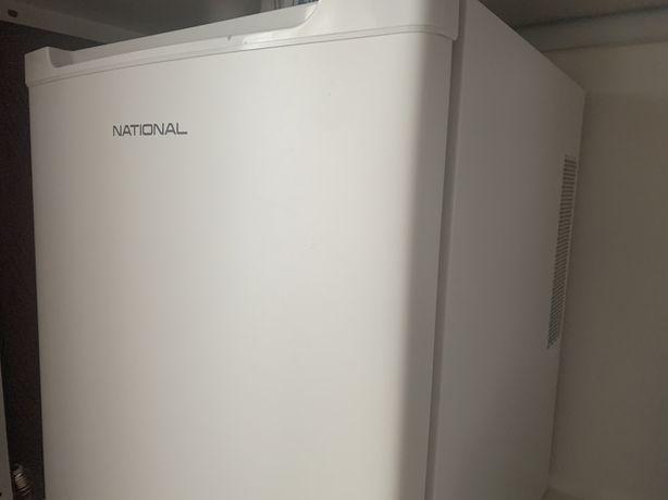 Мини холодильник для косметики и напитков