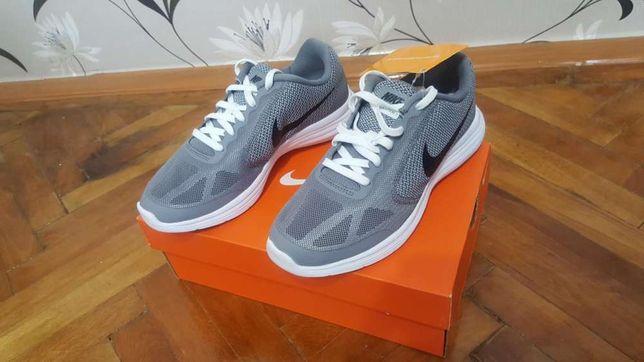 Adidasi Nike Revolution 3